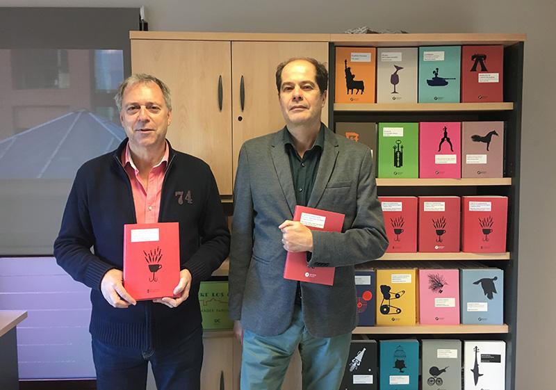 Pie de foto principal: Daniel Díaz Fuentes (derecha) y Andrés Hoyo Aparicio (izquierda), dos de los editores del libro.